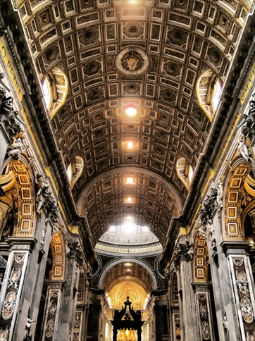 サンピエトロ大聖堂の内部